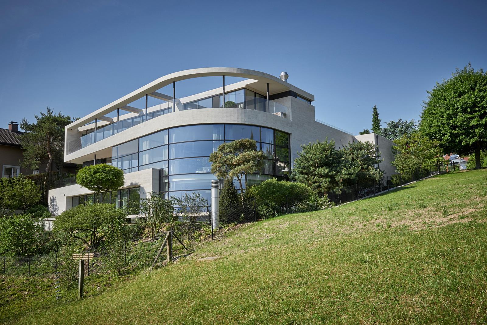 Aussenansicht des Einfamilienhauses Parkside - realisiert von R&G Metallbau