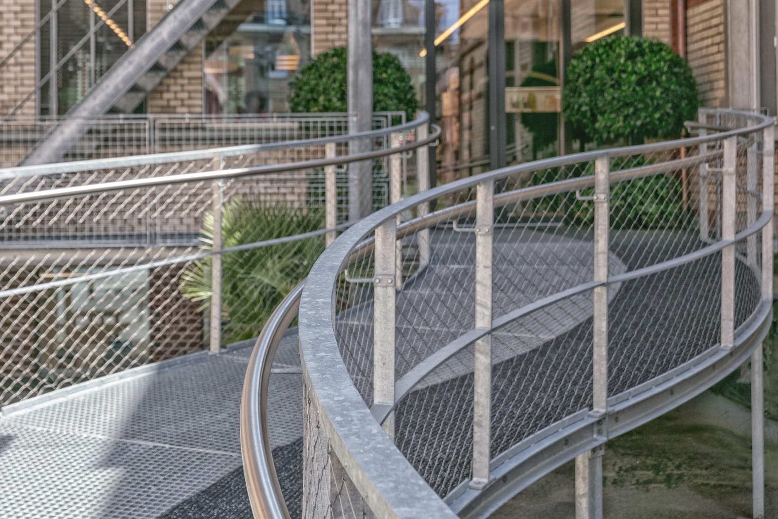 Pawi Winterthur - Geschwungene Treppe von R&G Metallbau